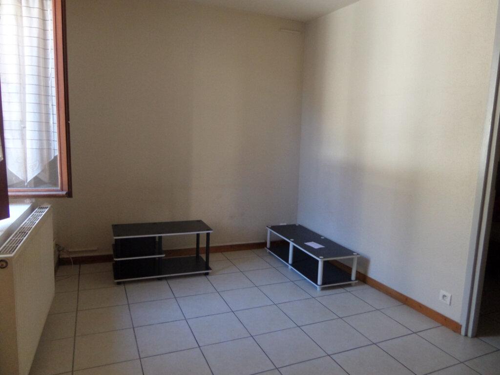 Appartement à louer 2 31.77m2 à Cluses vignette-2