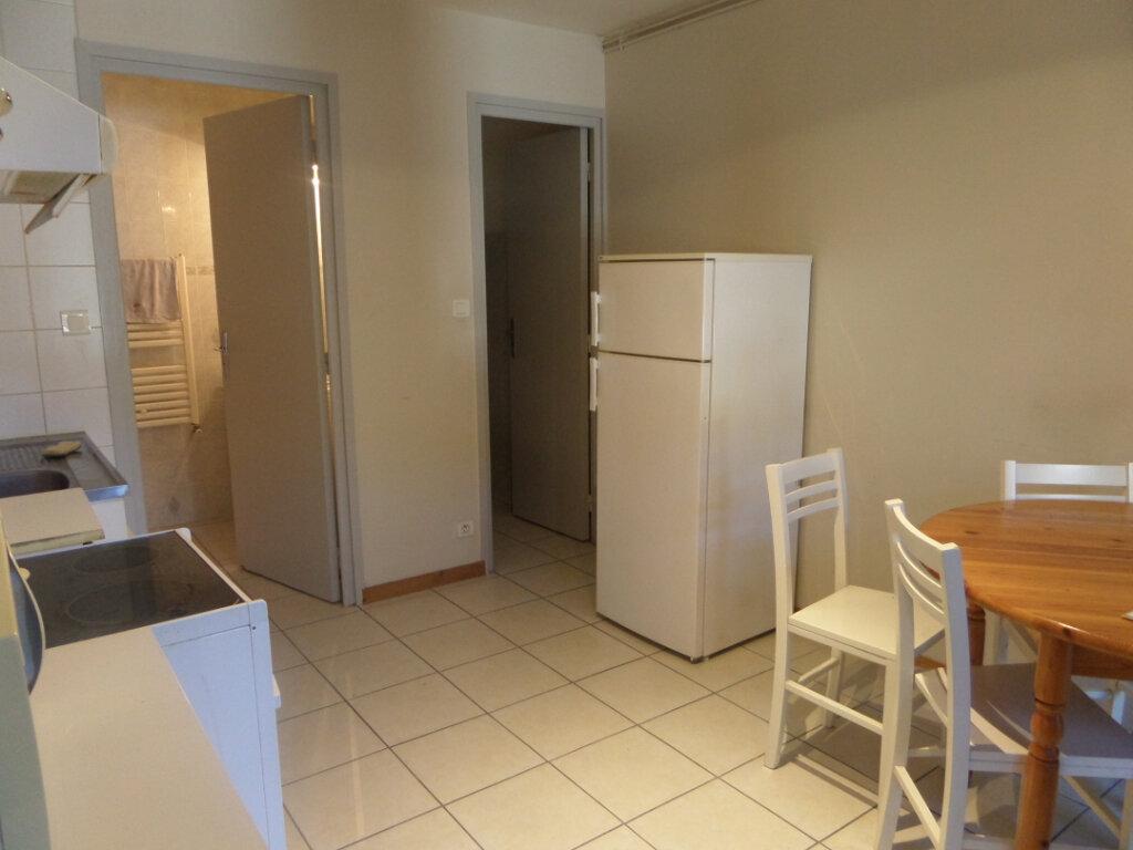 Appartement à louer 2 31.77m2 à Cluses vignette-4