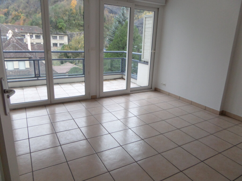 Appartement à louer 2 33m2 à Cluses vignette-1