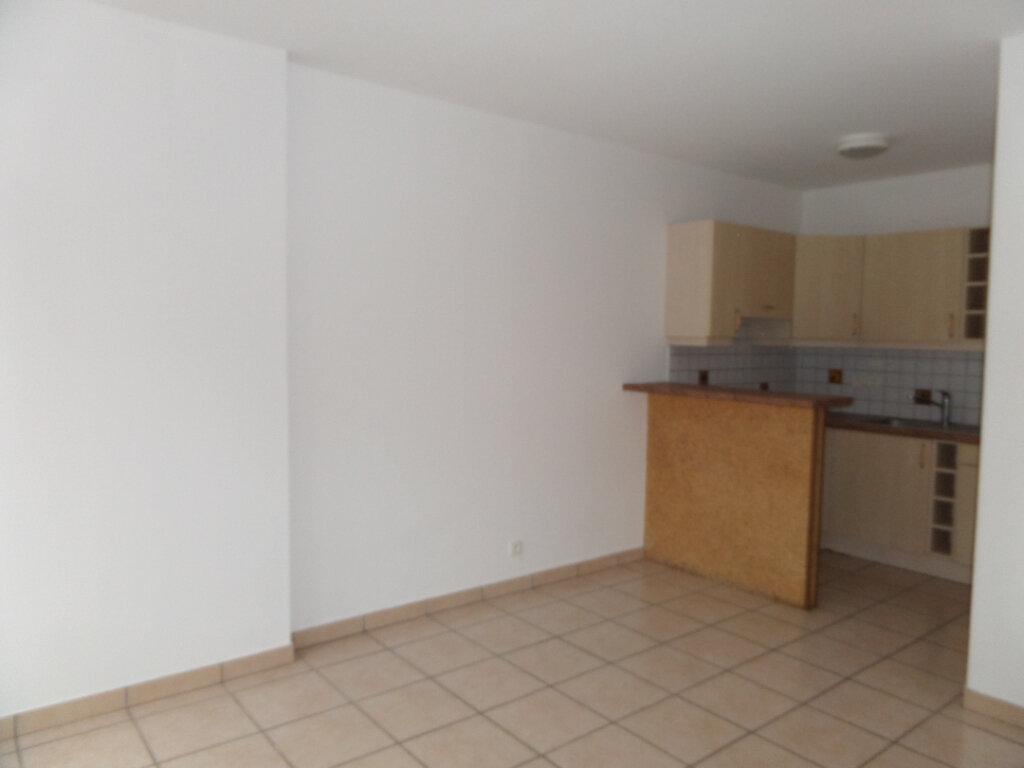 Appartement à louer 2 33m2 à Cluses vignette-3