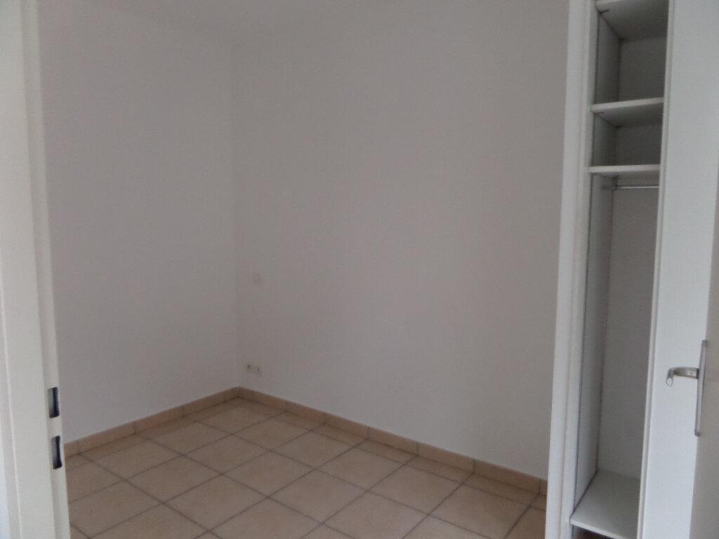 Appartement à louer 2 33m2 à Cluses vignette-5