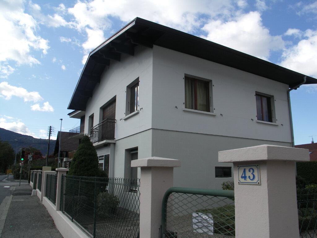 Appartement à louer 3 67.2m2 à Cluses vignette-1