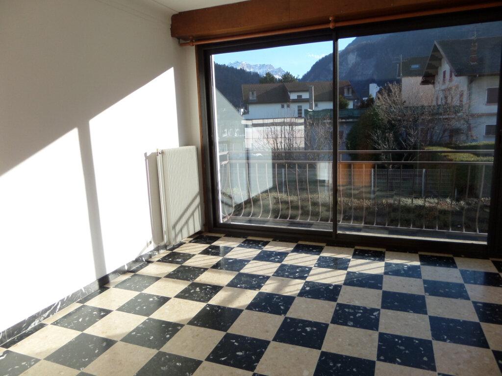Appartement à louer 3 67.2m2 à Cluses vignette-2