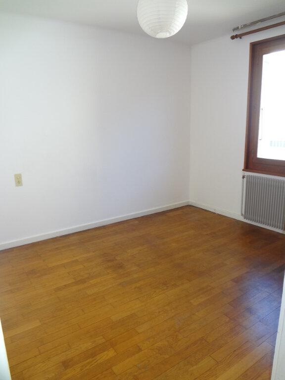 Appartement à louer 3 67.2m2 à Cluses vignette-4