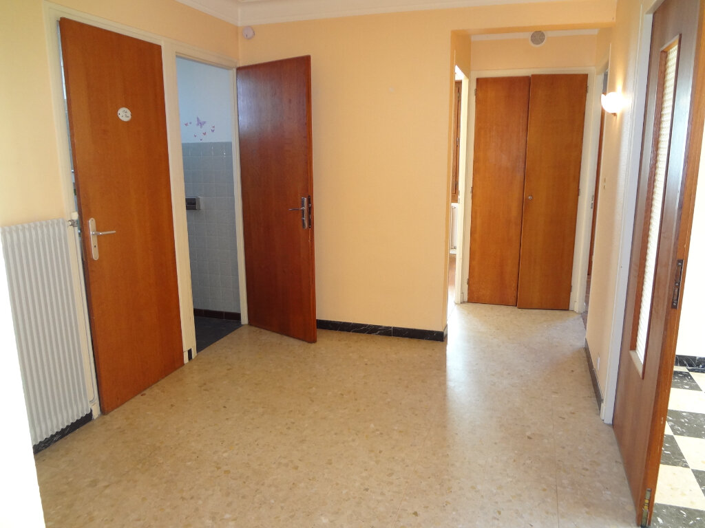 Appartement à louer 3 67.2m2 à Cluses vignette-7