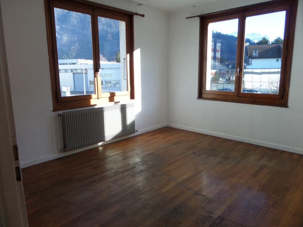 Appartement à louer 3 67.2m2 à Cluses vignette-8