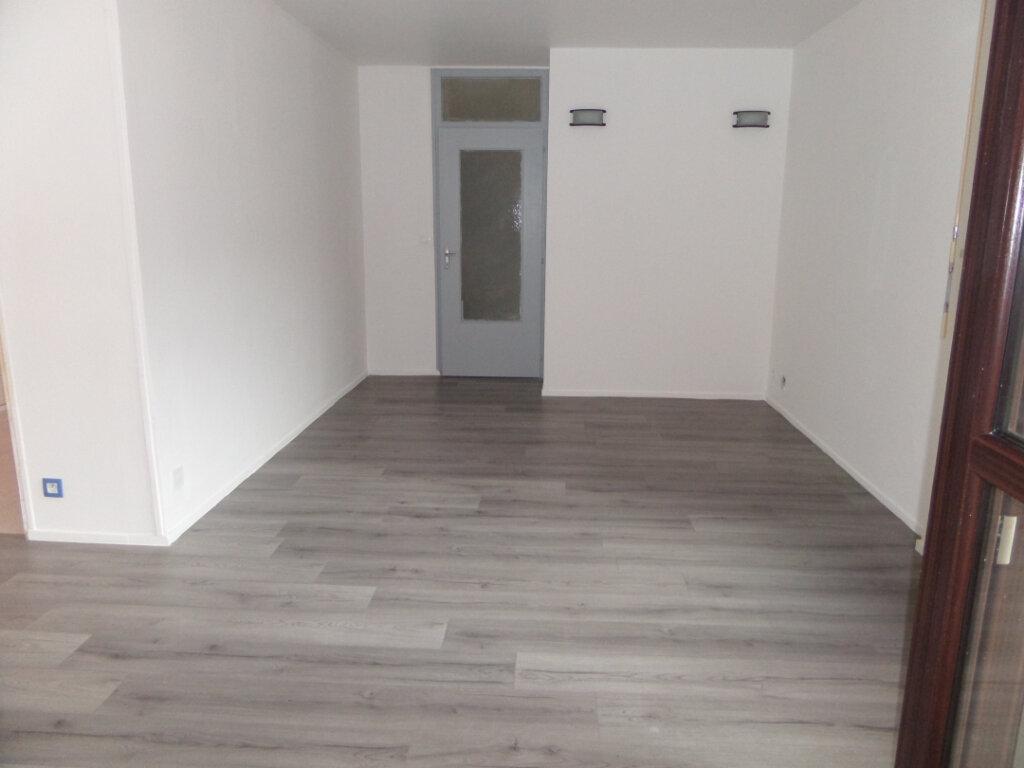 Appartement à louer 4 86.66m2 à Cluses vignette-1