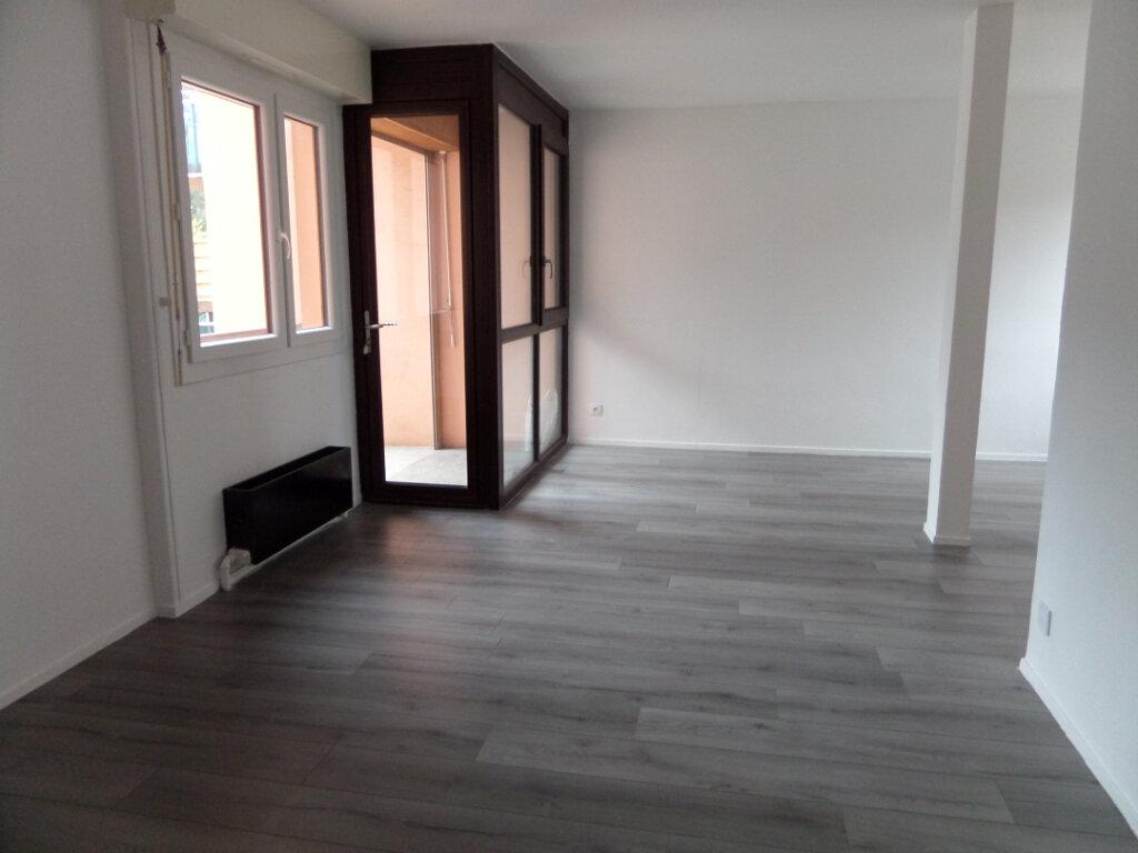 Appartement à louer 4 86.66m2 à Cluses vignette-3