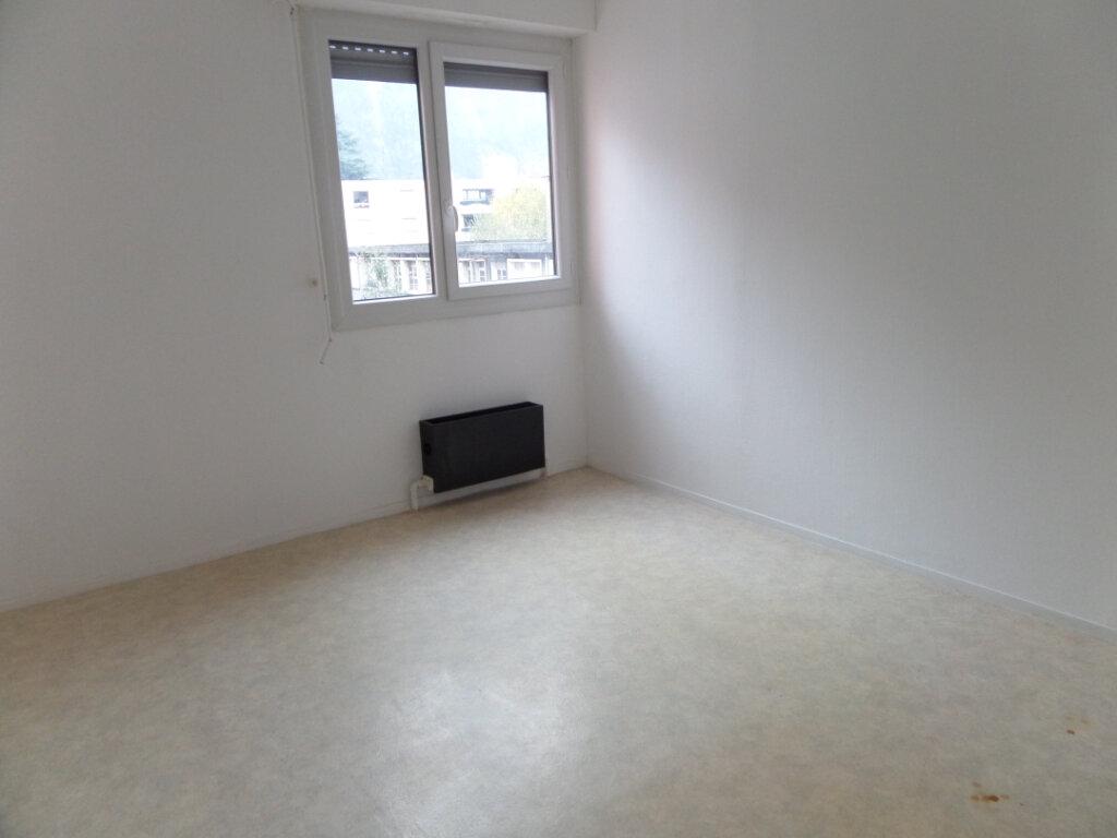 Appartement à louer 4 86.66m2 à Cluses vignette-6