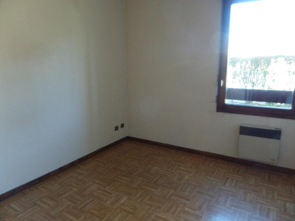 Appartement à louer 2 42m2 à Scionzier vignette-3