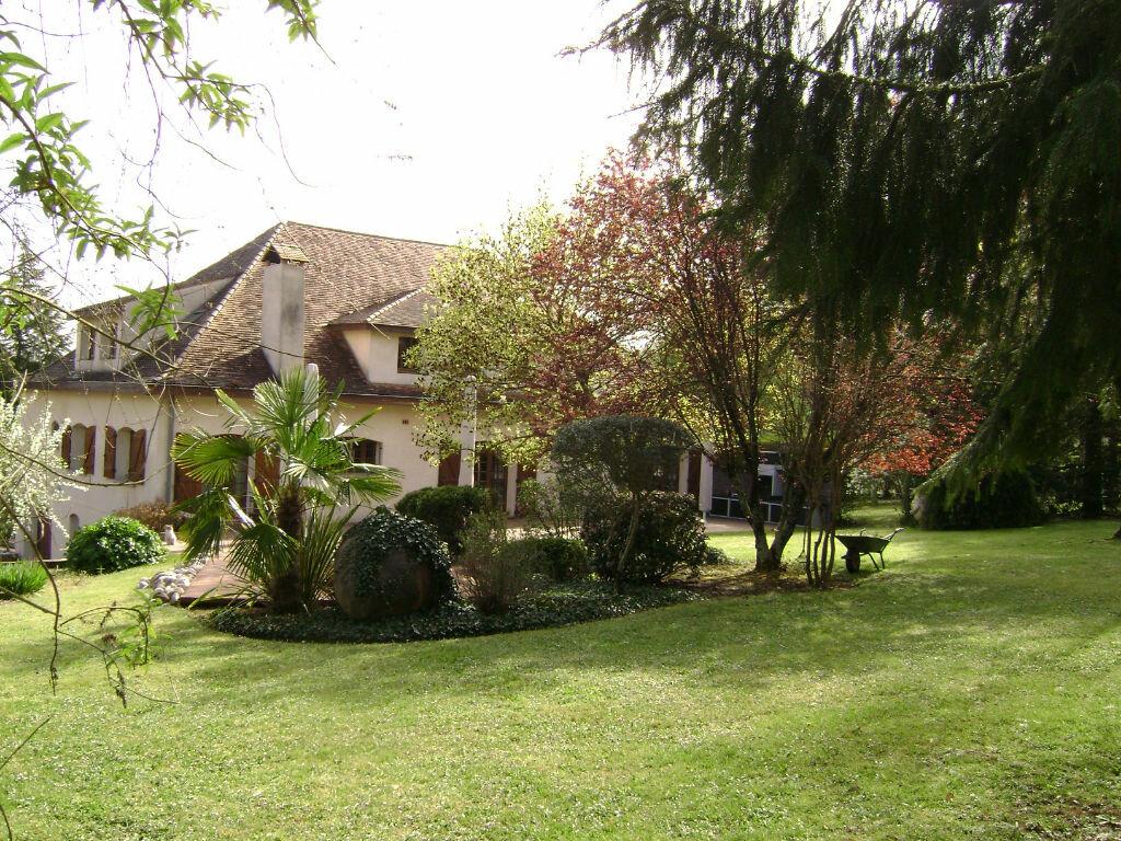 Maison à vendre 11 405m2 à Saint-Laurent-d'Arce vignette-2