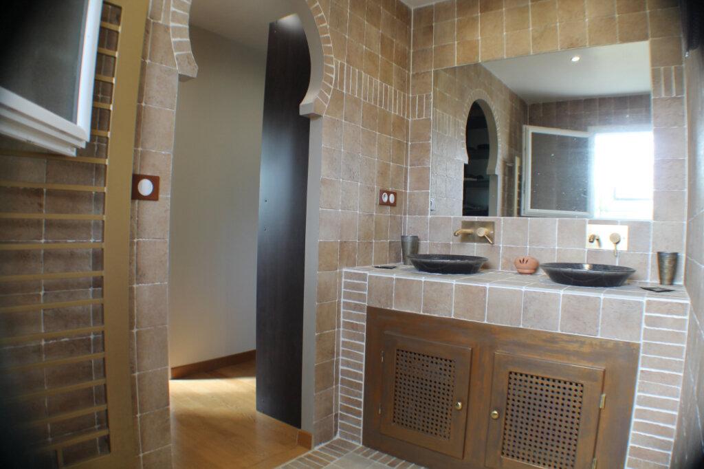 Maison à vendre 4 111.34m2 à Saint-Girons-d'Aiguevives vignette-11
