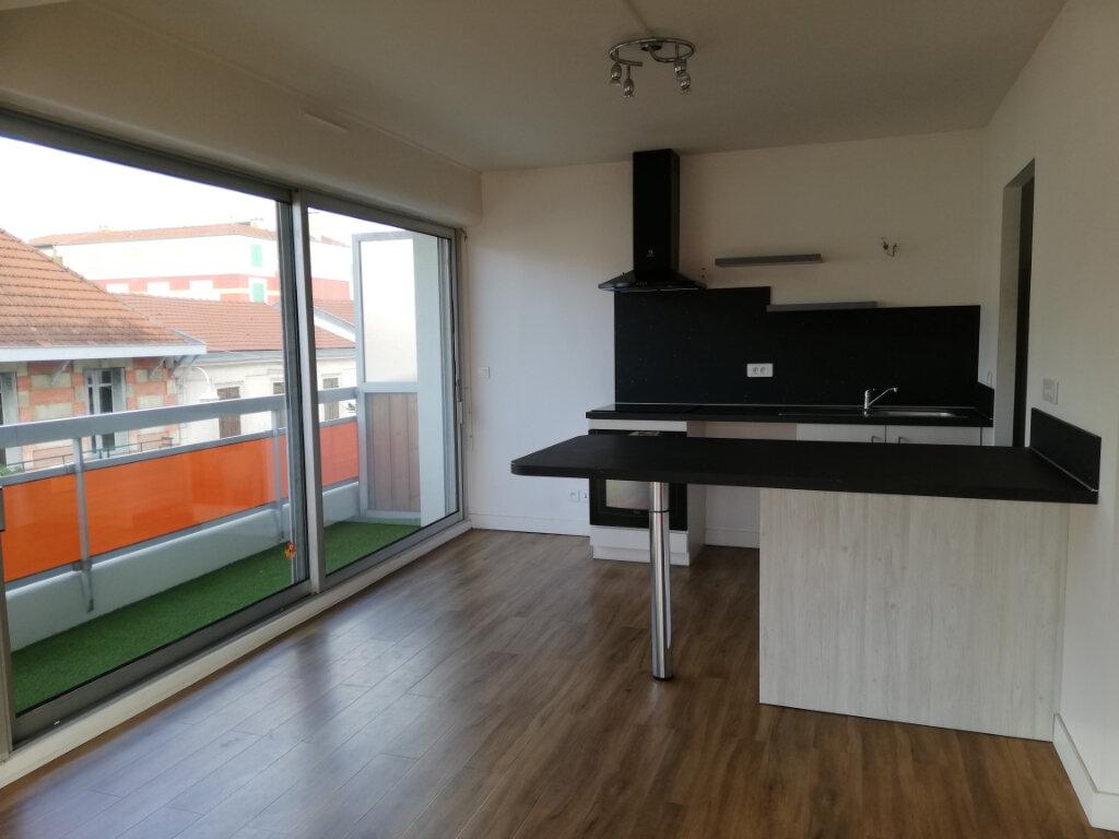 Appartement à louer 4 114.67m2 à Arcachon vignette-2