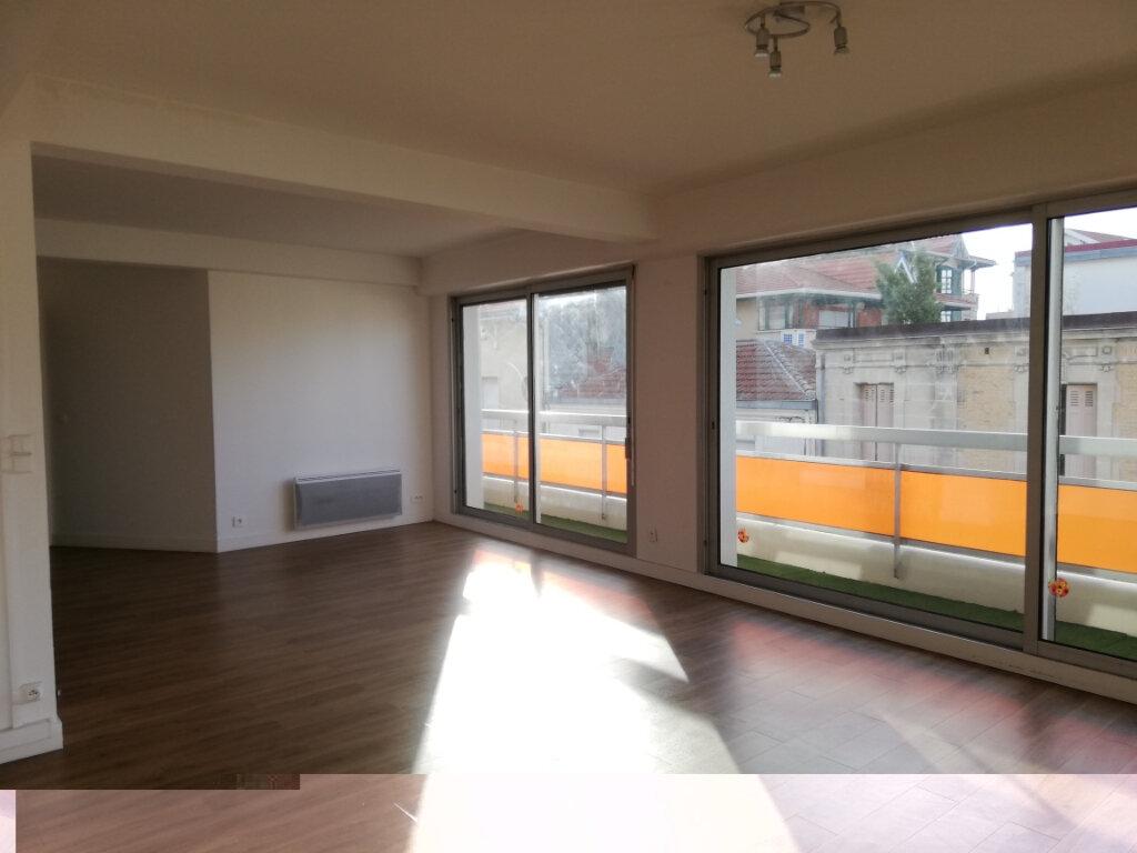 Appartement à louer 4 114.67m2 à Arcachon vignette-4