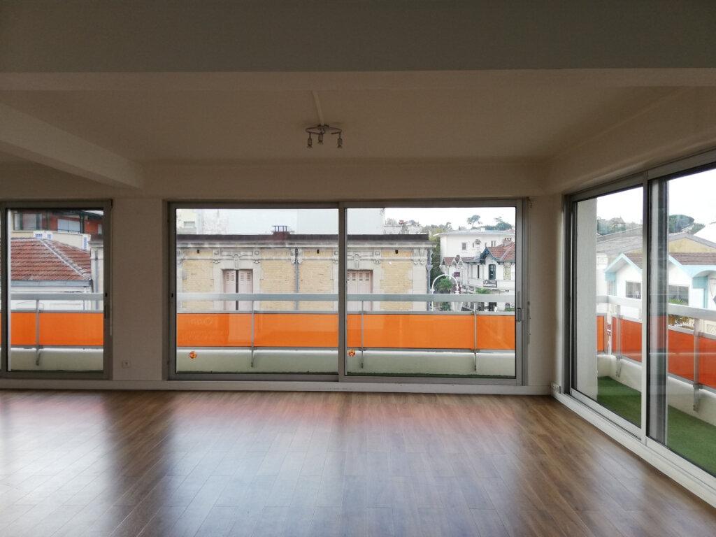 Appartement à louer 4 114.67m2 à Arcachon vignette-5
