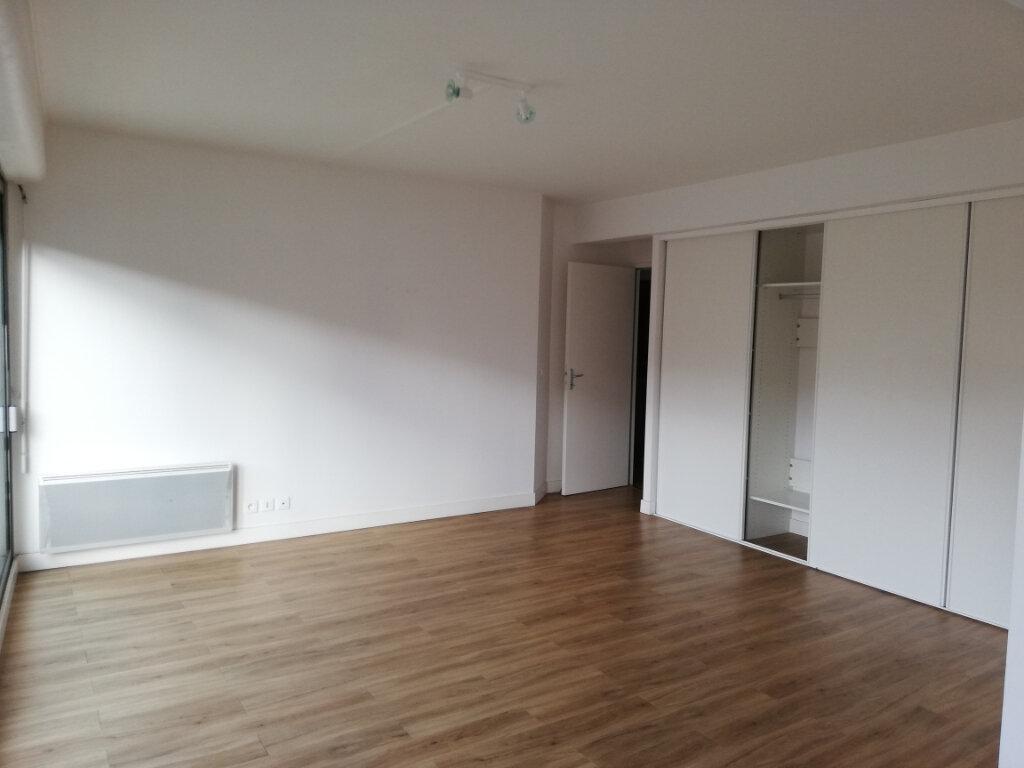 Appartement à louer 4 114.67m2 à Arcachon vignette-10