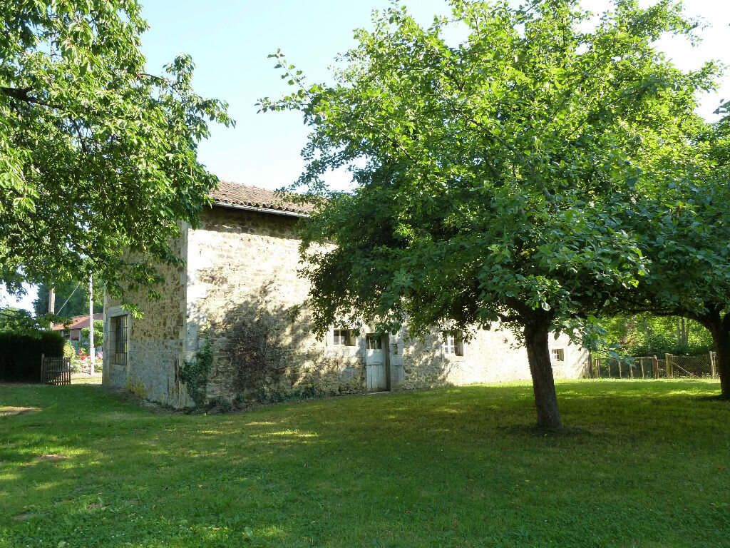 Maison à vendre 3 200m2 à Le Lindois vignette-1