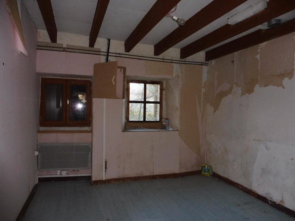 Maison à vendre 4 60m2 à Roumazières-Loubert vignette-3