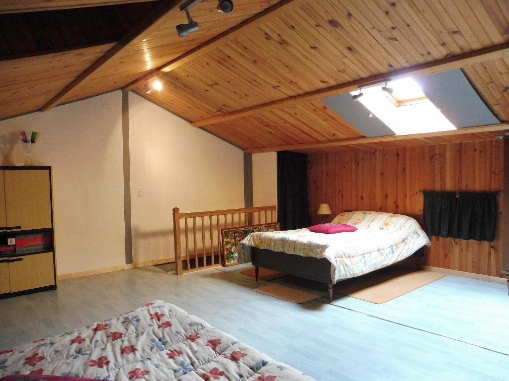 Maison à vendre 5 130m2 à Yvrac-et-Malleyrand vignette-9
