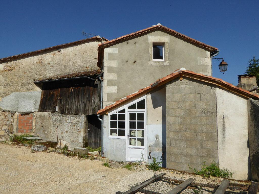 Maison à vendre 3 55m2 à Montbron vignette-2