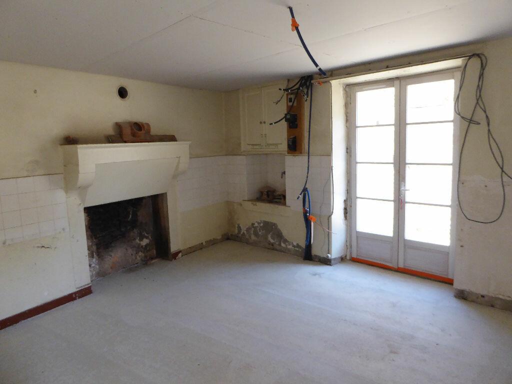 Maison à vendre 3 55m2 à Montbron vignette-3