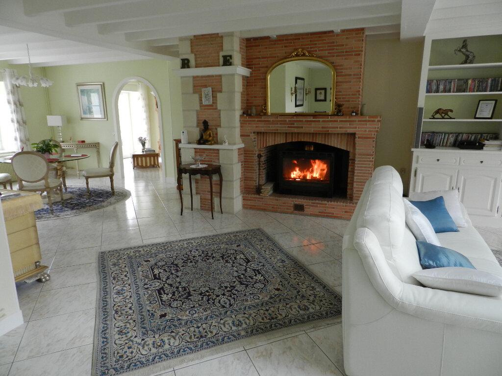 Maison à vendre 18 480m2 à Montbron vignette-3