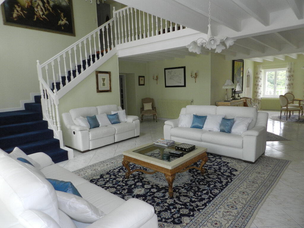 Maison à vendre 18 480m2 à Montbron vignette-4