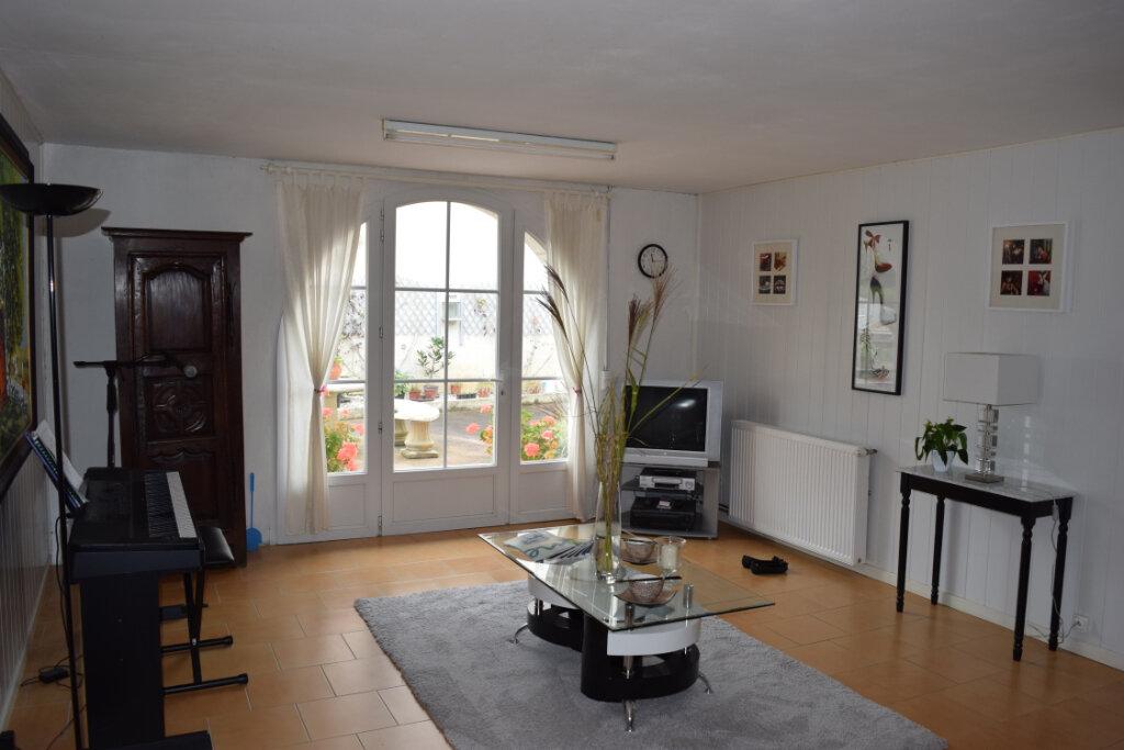 Maison à vendre 18 480m2 à Montbron vignette-7