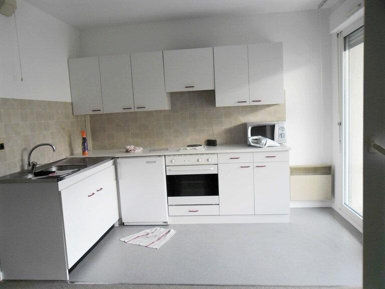 Appartement à louer 1 26.8m2 à Reims vignette-3