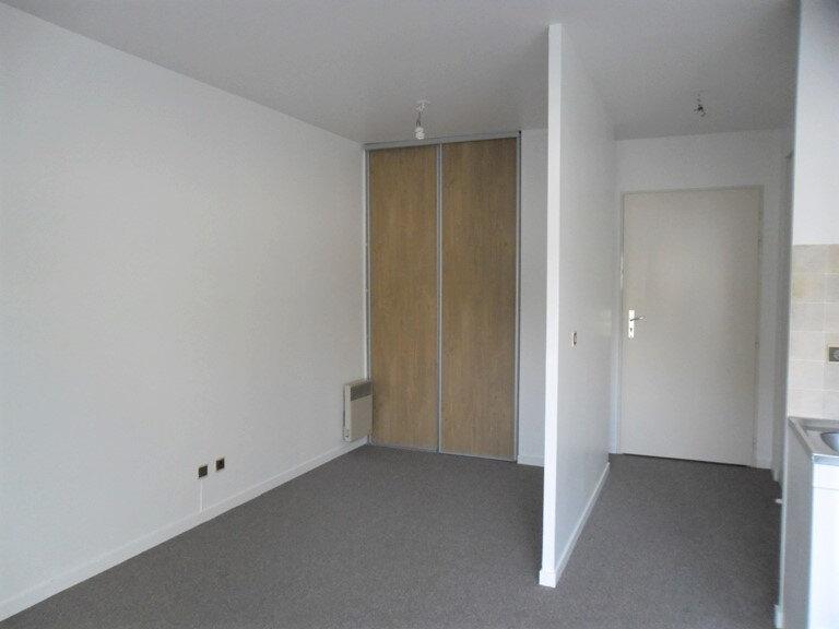 Appartement à louer 1 26.8m2 à Reims vignette-6