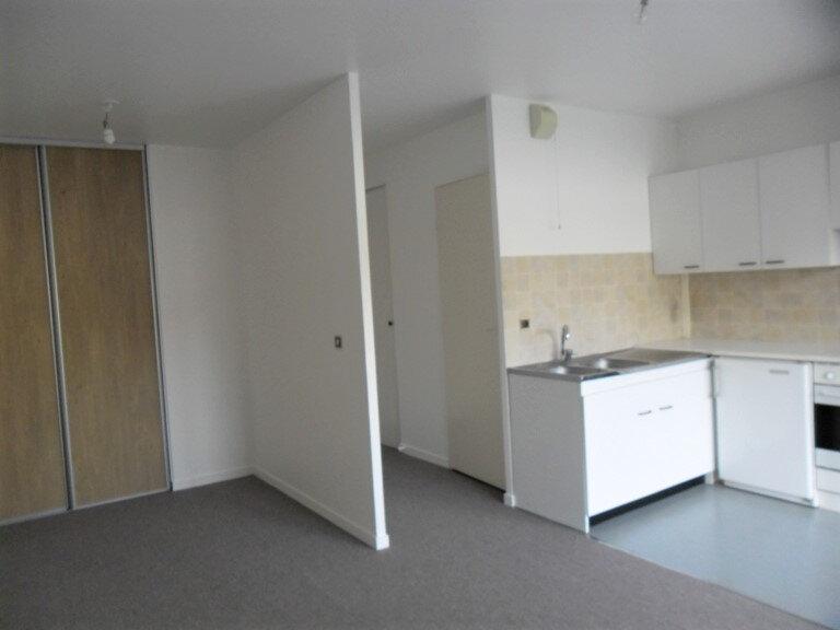 Appartement à louer 1 26.8m2 à Reims vignette-7