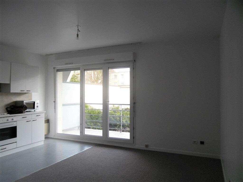 Appartement à louer 1 26.8m2 à Reims vignette-8