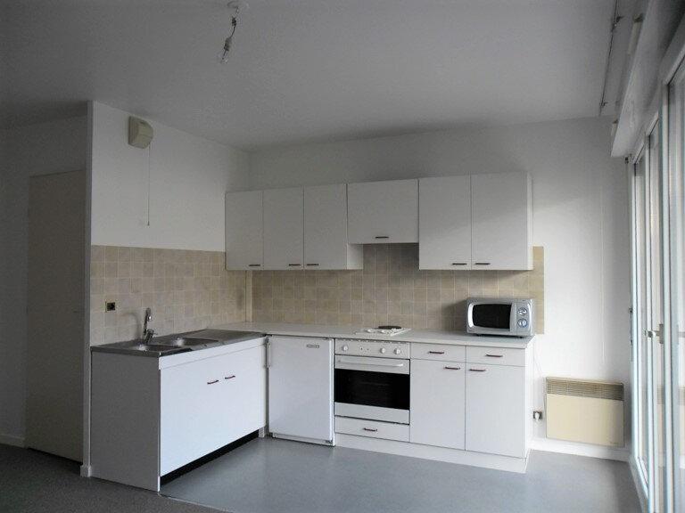 Appartement à louer 1 26.8m2 à Reims vignette-9