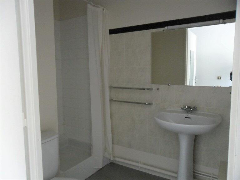 Appartement à louer 1 26.8m2 à Reims vignette-10