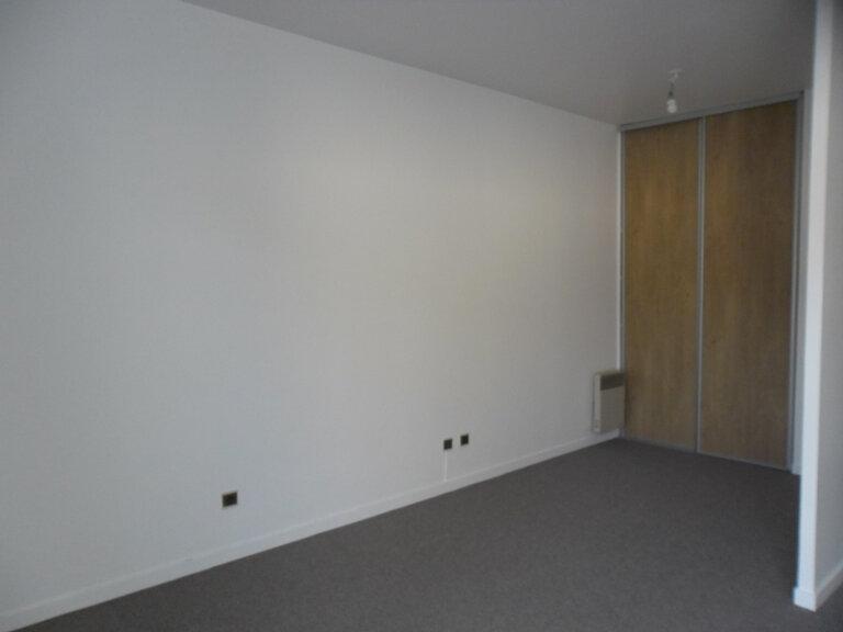 Appartement à louer 1 26.8m2 à Reims vignette-14