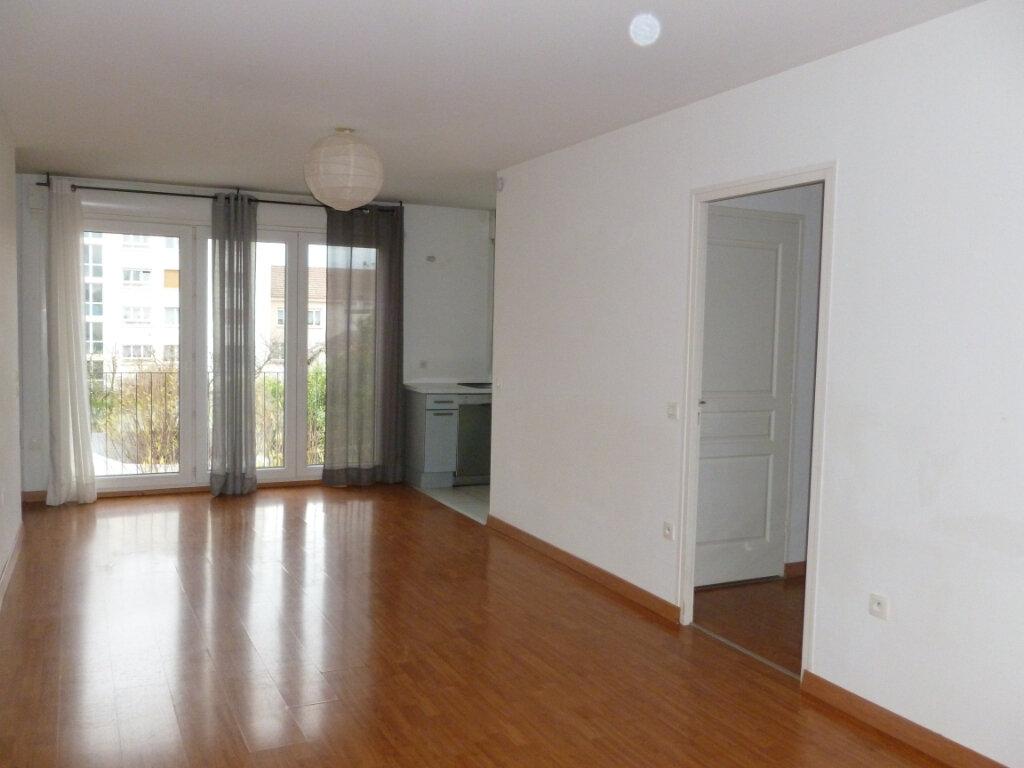 Appartement à louer 4 90.79m2 à Reims vignette-1