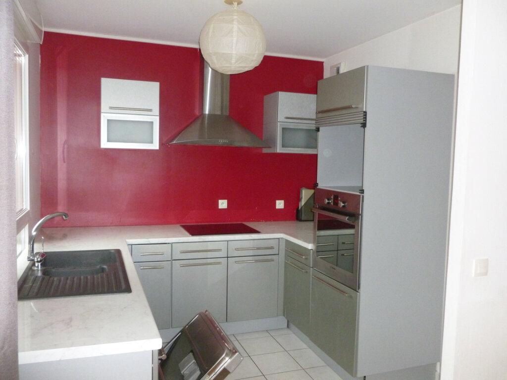 Appartement à louer 4 90.79m2 à Reims vignette-4