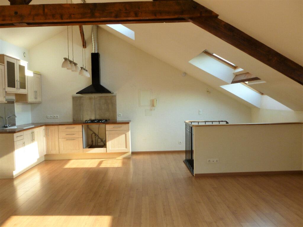 Appartement à louer 2 55.76m2 à Reims vignette-1