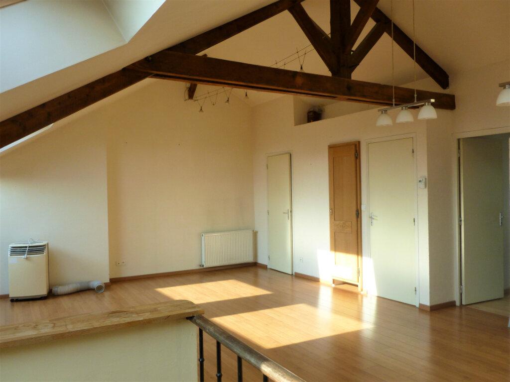 Appartement à louer 2 55.76m2 à Reims vignette-2