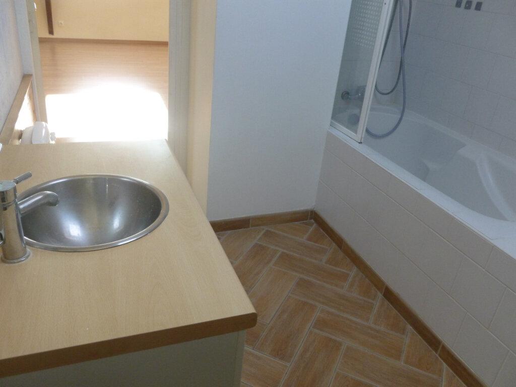 Appartement à louer 2 55.76m2 à Reims vignette-15
