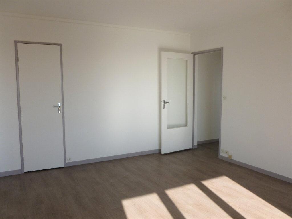 Appartement à louer 2 54.8m2 à Reims vignette-2