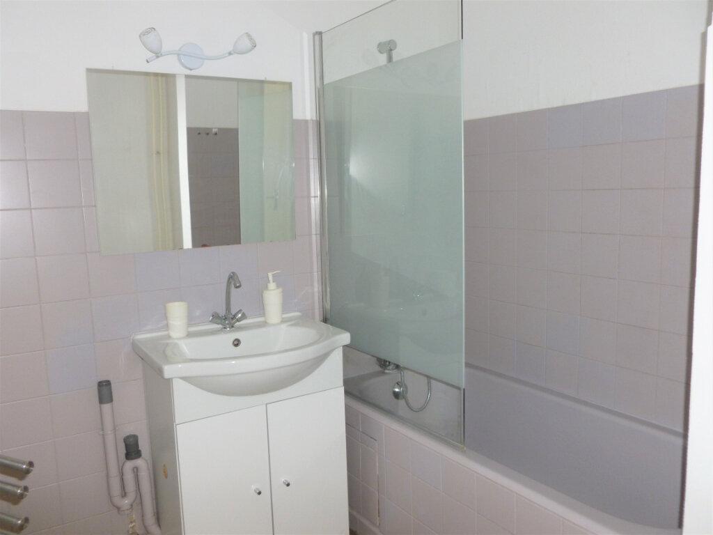 Appartement à louer 2 54.8m2 à Reims vignette-6