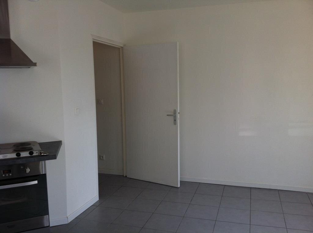 Appartement à louer 2 44m2 à Reims vignette-6