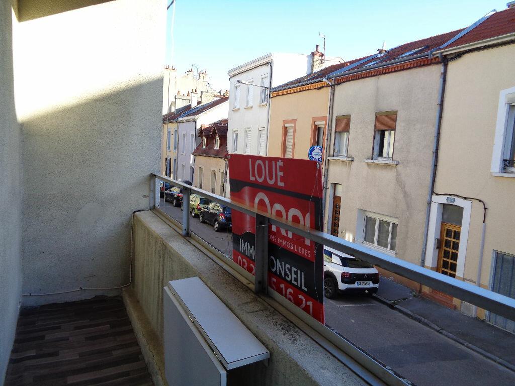 Appartement à louer 2 34.55m2 à Reims vignette-3