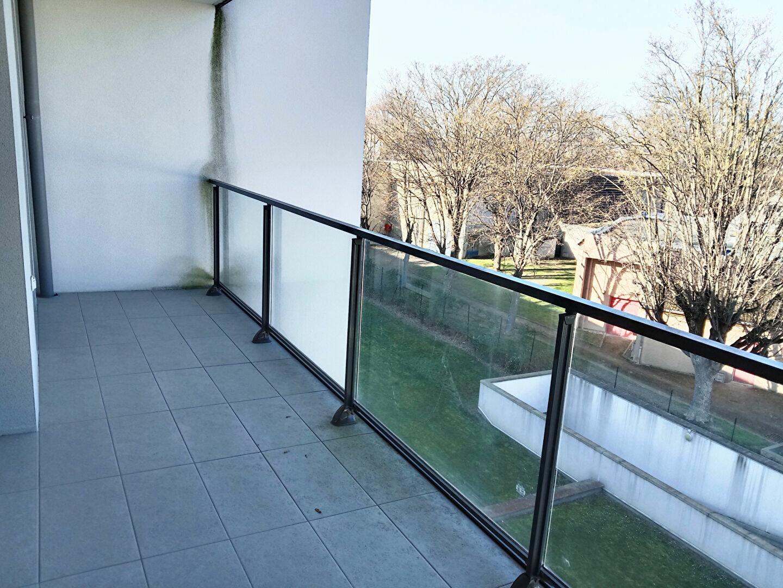 Appartement à louer 2 47.9m2 à Reims vignette-9