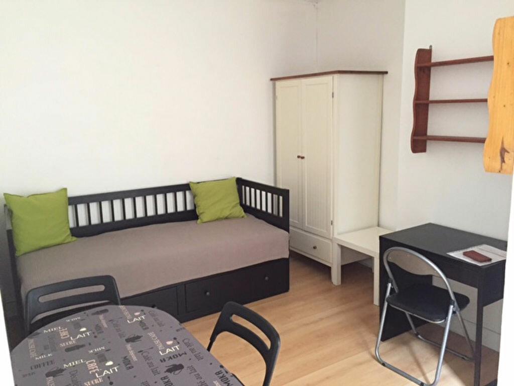 Appartement à louer 1 22m2 à Reims vignette-2