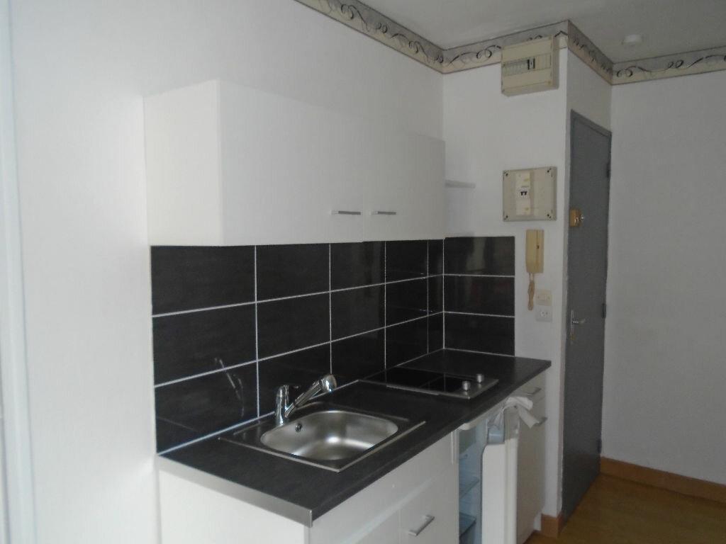 Appartement à louer 1 16.5m2 à Reims vignette-3