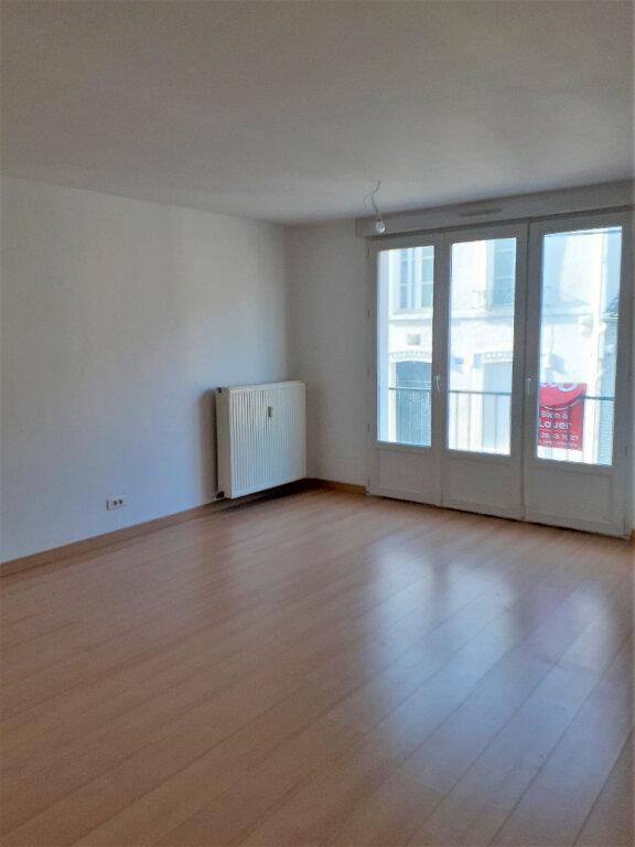 Appartement à louer 3 73m2 à Reims vignette-3