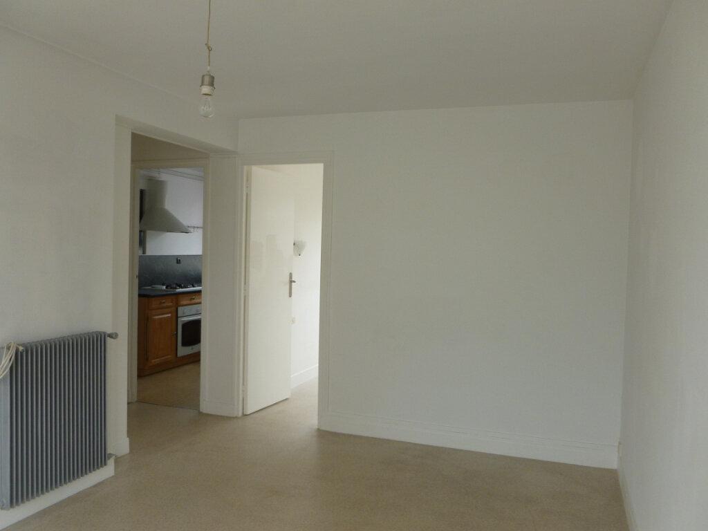 Appartement à louer 3 53m2 à Reims vignette-8