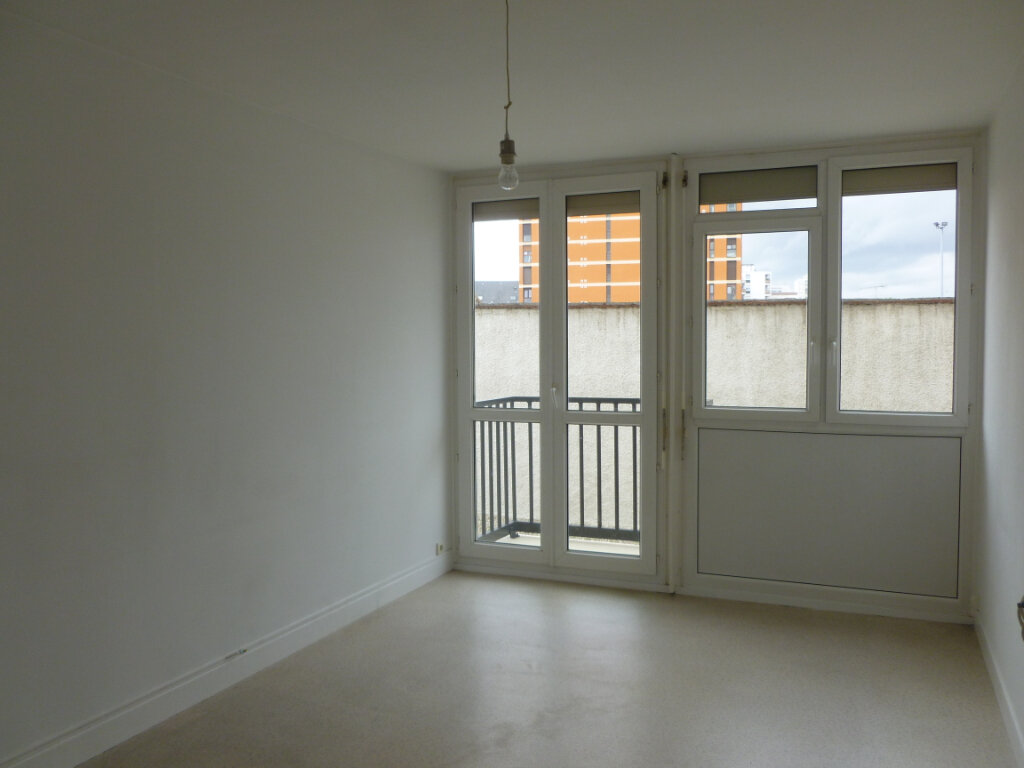 Appartement à louer 3 53m2 à Reims vignette-9